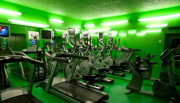 fitness-center-custom-hotel-v507976-1600